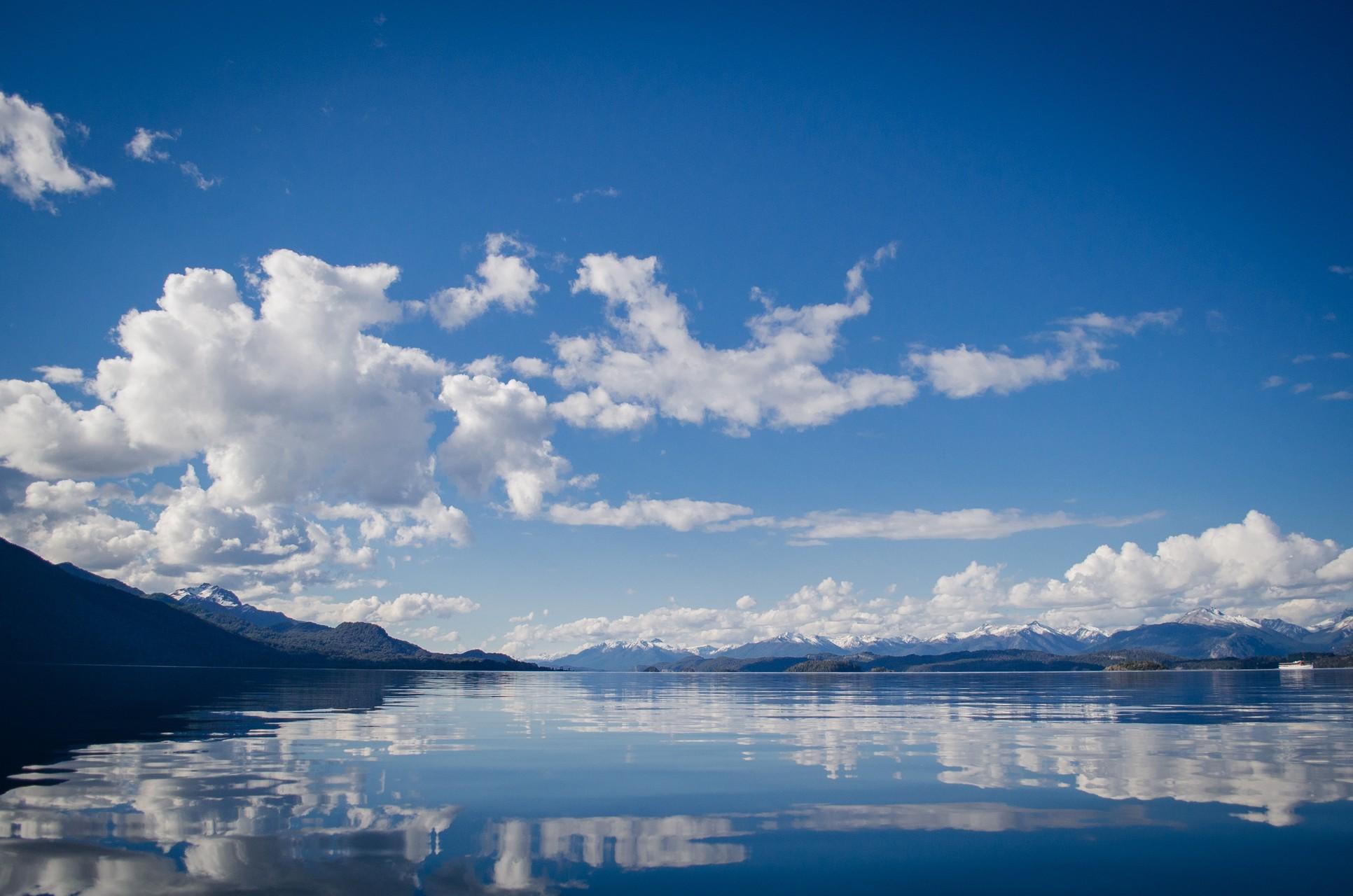 Рисунок отражение облака в воде